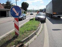 Řidič vjel do středového pruhu.