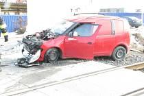 Osobní auto se na přejezdu u Uherského Ostrohu srazilo s vlakem.
