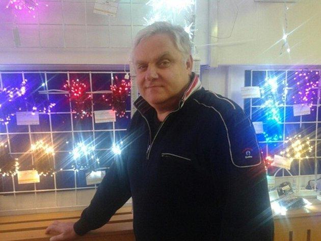 Vánoční stromeček bude letos v Uherském Hradišti skutečně velkolepý, potvrdil Zdeněk Kudláček z firmy Dexys.