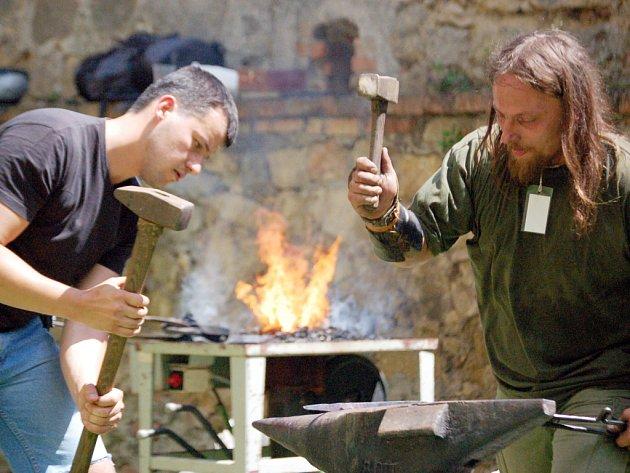 Doslova pečením zaživa označovali někteří řemeslníci hodiny strávené u kovářských výhní.