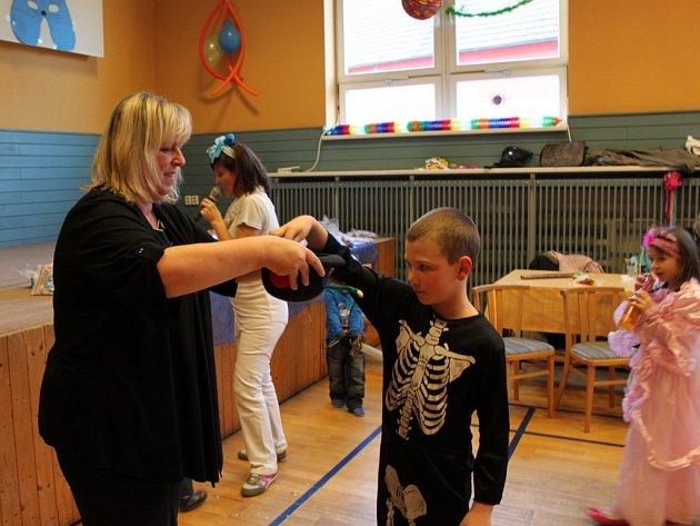 Desátý ročník dětského karnevalu v Huštěnovicích se uskutečnil v režii tamní základní a mateřské školy.