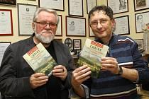 Autoři knihy Chřiby – strážci středního Pomoraví vlevo Jiří Jilík, vpravo Bořek Žižlavský.