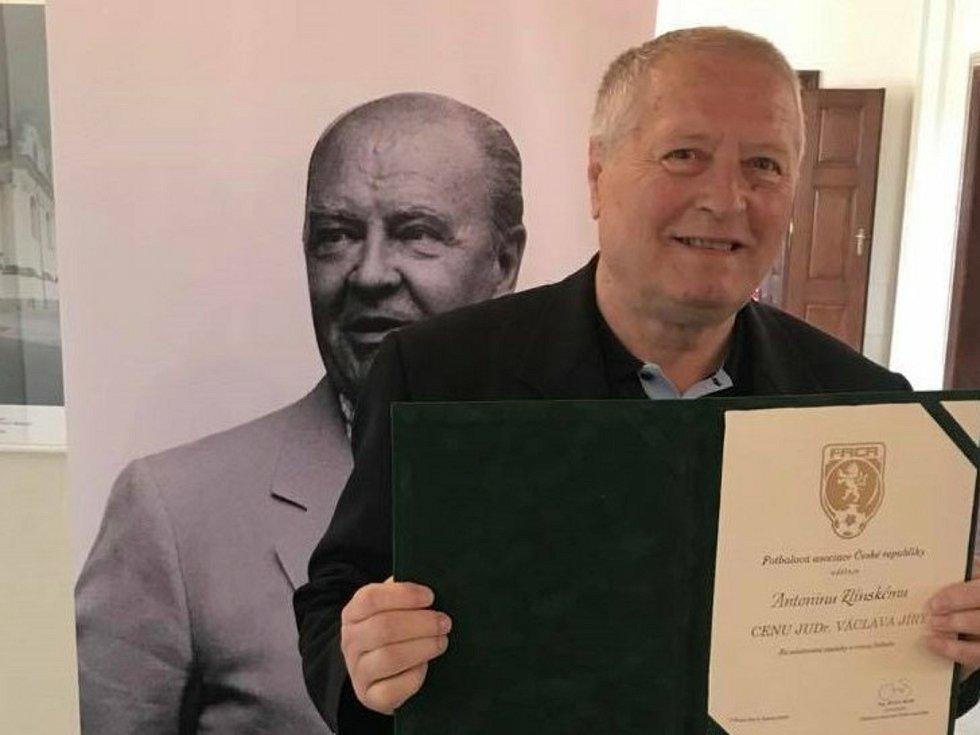 Známý pětasedmdesátiletý činovník Antonín Zlínský v roce 2018 obdržel cenu Dr. Václava Jíry.