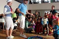 Na radovánky s kouzelníkem Jiřím Hadašem přišlo v neděli odpoledne do kulturáku v Kudlovicích šedesát dětí v doprovodu svých rodičů a prarodičů.