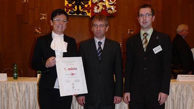 Na snímku starostka města Kunovice Ivana Majíčková, ministr práce a sociálních věcí Jaromír Drábek, vedoucí odboru kultury MěÚ Kunovice Jan Šobáň