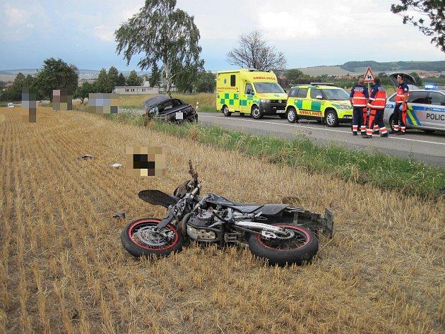 K tragické dopravní nehodě došlo v pátek 27. 7. mezi Vlčnovem a Hlukem.