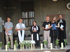 Ekumenickou mši odsloužilo pět zástupců různých církví.