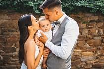 Brankář Slovácka Filip Nguyen společně se ženou Anetou a půlroční synem Filipem.