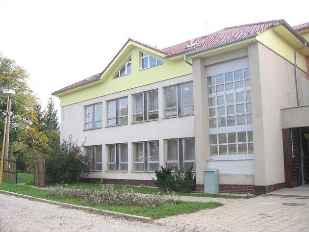 Půdní vestavba školky ve Vlčnově nabídne obydlí pro šestici rodin.