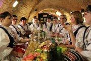 Bzenecké drmolice zazpívaly v Galerii slováckých vín.