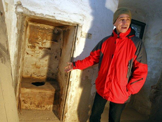 Po desetiletích spatří záchod našich předků i návštěvníci hradu.