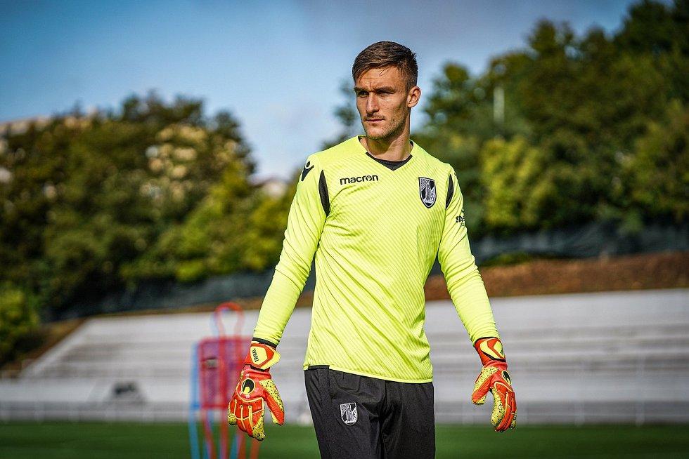 Bývalý brankář Slovácka Matouš Trmal není se svojí pozici v klubu Vitória SC Guimarães spokojený.
