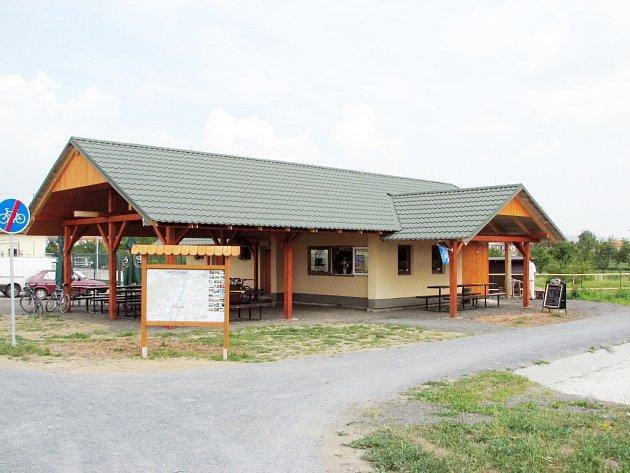 Nová odpočívárna pro turisty při Baťově kanálu.