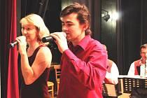 Písničkami rozdávali radost Pavel Mikel a Martina Šilhavíková.