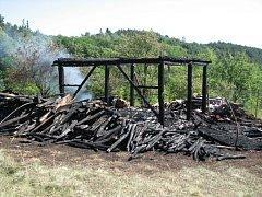 U Stříbrnic shořela v pátek stodola s probanbutanovými lahvemi uvnitř.