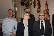 V prostorách historického domu se objevily obrazy uvozené citáty z děl učitele národů z dílny Stanislava Žampacha, včetně pětice dřevěných plastik Vladimíra Táborského.