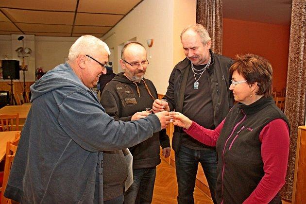 Kulturním dům vJankovicích byl v sobotu provoněn destiláty zmodrého a letního ovoce, ale také likéry.