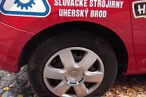 Vzduch z pneumatik vypustil neznámý pachatel.