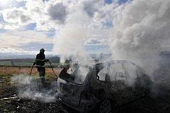 Mezi obcí Šumice a Rudice došlo k rozsáhlému požáru osobního auta zn. Renault.