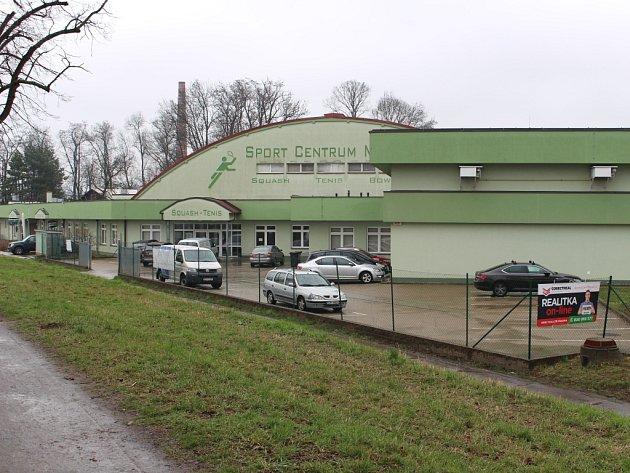 Tenisová hala Sport centra Morava v Uherském Hradišti se v rámci Letní filmové školy promění v promítací sál.