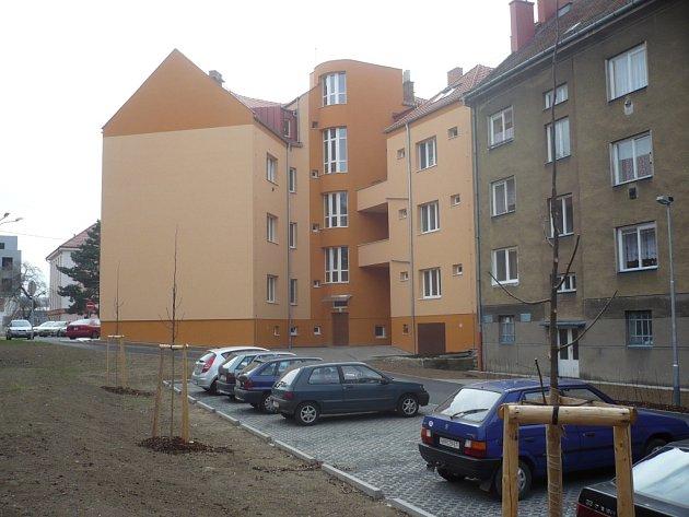 Obyvatelé hradišťských Tůní převod pozemku na soukromého investora striktně odmítli. Tvrdí, že by případnou stavbou nového domu došlo ke zhoršení kvality jejich vlastního bydlení.