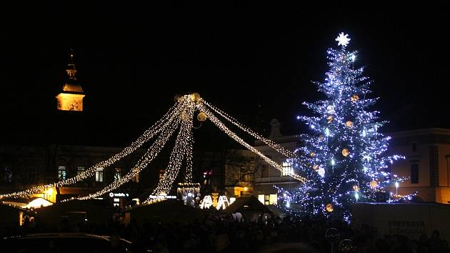 Vánoční strom na Masarykově náměstí v Uherském Hradišti. Ilustrační foto