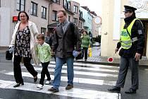 Chodci na Uherskohradišťsku se nemusí obávat, na jejich bezpečnost na přechodech dohlíží policisté.