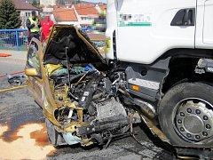 V Uherském Brodě došlo ke střetu kamionu a osobního vozu.