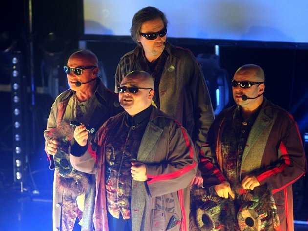 4tet koncertuje v klubu kultury v Uherském  Hradišti.