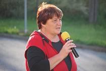 Před shromáždění vystoupila také starostka sousedních Popovic Jitka Nováková.