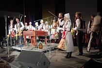 Mladá cimbálová muzika Harafica v čele s primášem Jakubem Ilíkem pokřtila v uherskohradišťském Klubu kultury své první cédéčko.