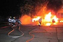 Požár u stolařské firmy v Uherském Brodě zlikvidovali hasiči do hodiny