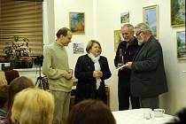 Jiří Jilík (zcela vpravo) a křest jeho knihy v Muzeu Bojkovska.
