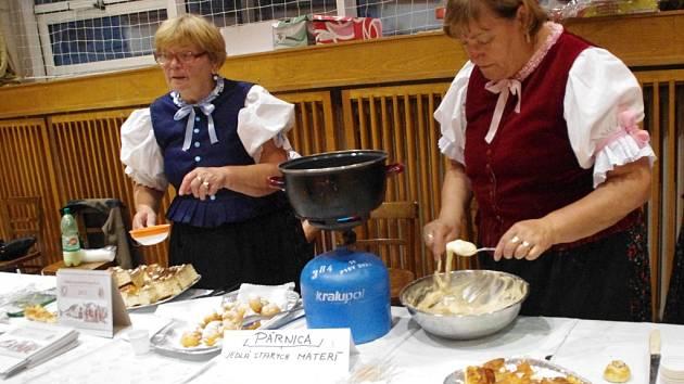Ovčí sýr, žinčicu, halušky, hafirovicu, výrobky lidových tvůrců, hudbu v podání gajdošů, hru na zvonce, tanec i zpěv. To všechno v sobotu a v neděli přivezli do Vlčnova lidé ze slovenského regionu Orava, aby tam svůj představili svůj rodný kraj.
