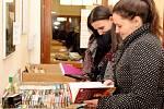KNIHOTOČ. Výtěžek zbuchlovického bazaru knih pomůže potřebným.