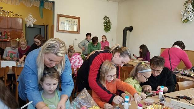 Osadní výbor Bzová připravil tvoření nejen pro děti