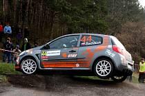 Renault Clio R3 zatím Josefa Sedláčka zlobí, proto projde důkladnou kontrolou.