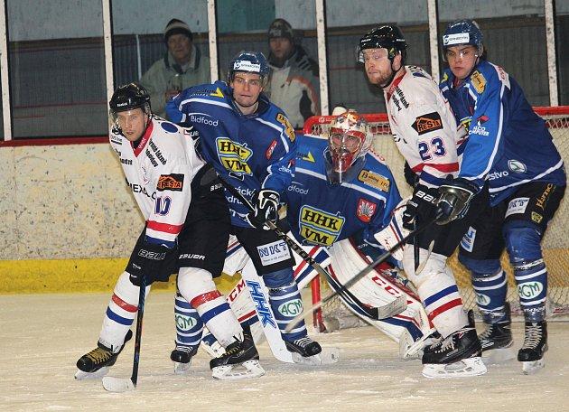 Hokejisté HC Uherské Hradiště prohráli ve 2. druhém utkání čtvrfinále playoff Krajské ligy s Velkým Meziříčím 1:5.