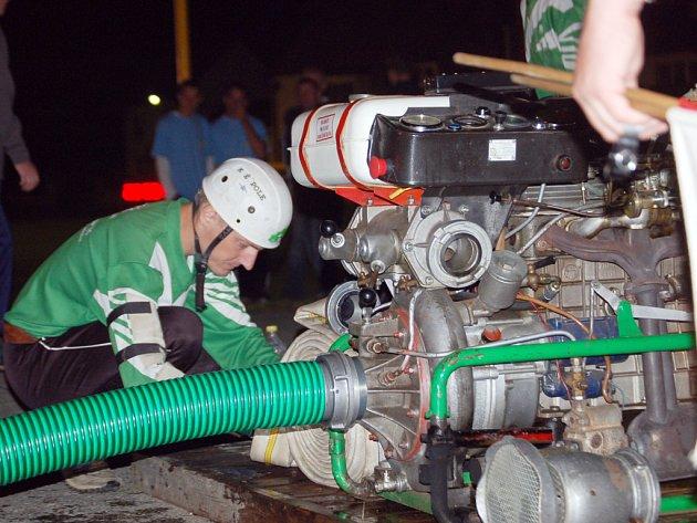 Noční útok v Kněžpoli se konal za přítomnosti dvacítky hasičských sborů a zhruba dvou stovek diváků.