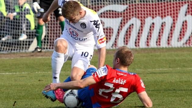 1. FC Slovácko - Plzeň. Zleva Stanislav Hofmann a Daniel Kolář.