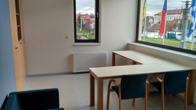 Od 2. ledna 2018 budou zaměstnanci obce v Ostrožské Nové Vsi sídlit v nové budově. V této kanceláři bude úřadovat starosta.