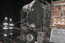 Požár kamionu v místě zvaném Nový Dvůr.