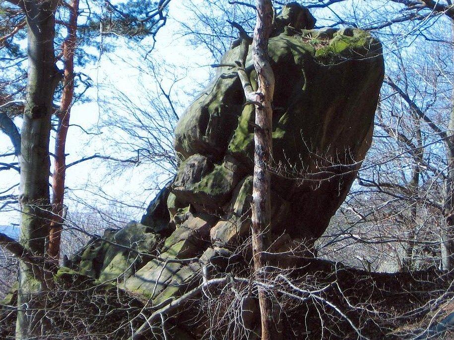 Falus - skalní útvar znázorňující mužský úd na Čertově sedle.