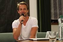 Do uherskohradišťské Reduty přišel ve středu 29. července o své režisérské práci popovídat Slávek Horák.