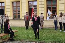 Kámen zmizelých nesoucí jméno Antonína Pachla, sokola, skauta a absolventa Gymnázia Uherské Hradiště, slavnostně odhalili před vchodem do historické gymnaziální budovy u příležitosti Památného dne sokolstva.