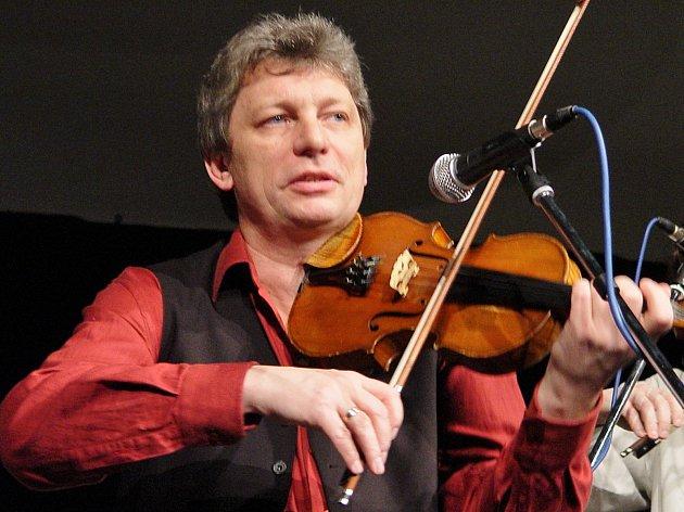 Jiří Pavlica při koncertě.