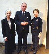 Ředitel brodské Charity s Hanou Maciuchovou a Táňou Fischerovou.