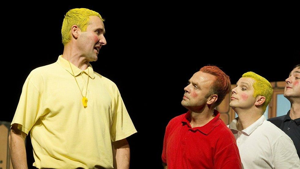 David Vacke (vlevo) jako Mirek Dušín ve veleúspěšném představení Slováckého divadla Rychlé šípy