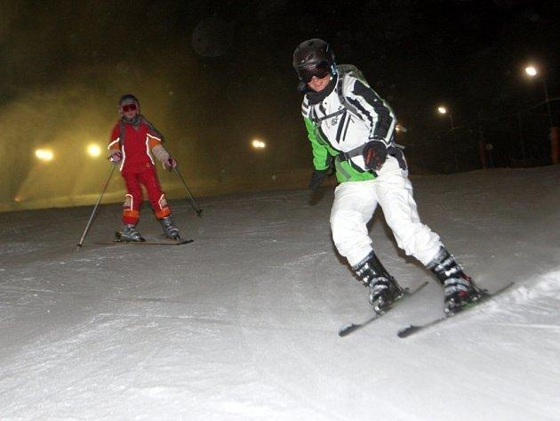 Večerní lyžování ve ski areálu Stupava.