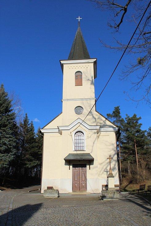 Částkov je vesnička s necelými čtyřmi stovkami obyvatel. Kaple Panny Marie Lurdské